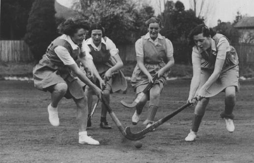 Muriel Moran & Pat Walker (Warragal HS) compete with Anice Hammet & Margaret Harvie (CHS) 1948